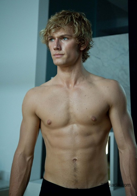 Alex-Pettyfer-Body