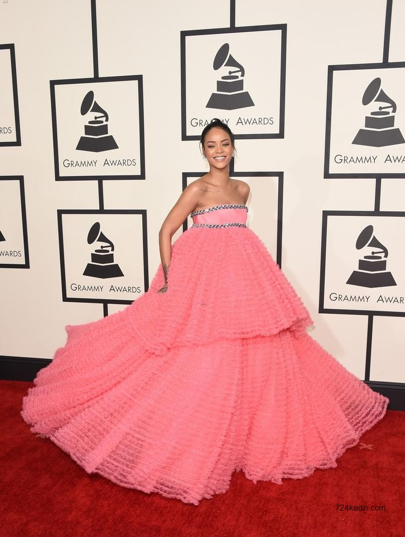 Rihanna in Giambattista Valli 3